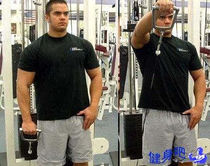 拉力器前平举:锻炼三角肌前束