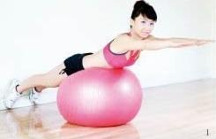 健身球背伸展