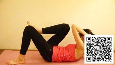 怎么瘦腰_真人示范4招简单瘦腰运动(动作图解)(3)_健身吧