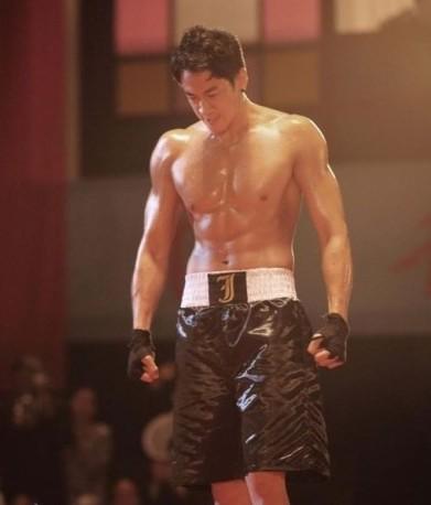 腹肌美男_2pm肌肉照盘点:韩美男组合2pm秀肌肉写真图片_健身吧