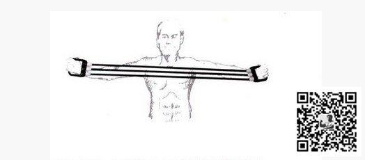 上位拉   动作如前,只是高度在头顶前上方,又往两边拉的感觉,主练上胸,弹簧可适当比正位增加。   单手提拉   双脚平行站立,将弹簧一端踩在右脚下,握紧弹簧另一端,上臂保持不动,用力向上收起小臂,反复上下伸展。