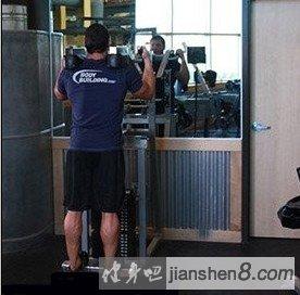 拉伸小腿的动作_器械小腿提踵 -站姿器械提踵、直立提踵图解_健身吧