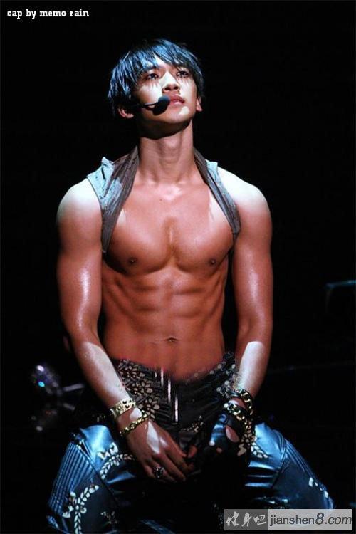 韩国明星服兵役_韩国明星rain肌肉照、完美身材让人羡慕不已_健身吧