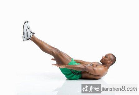坐姿举腿锻炼腹肌