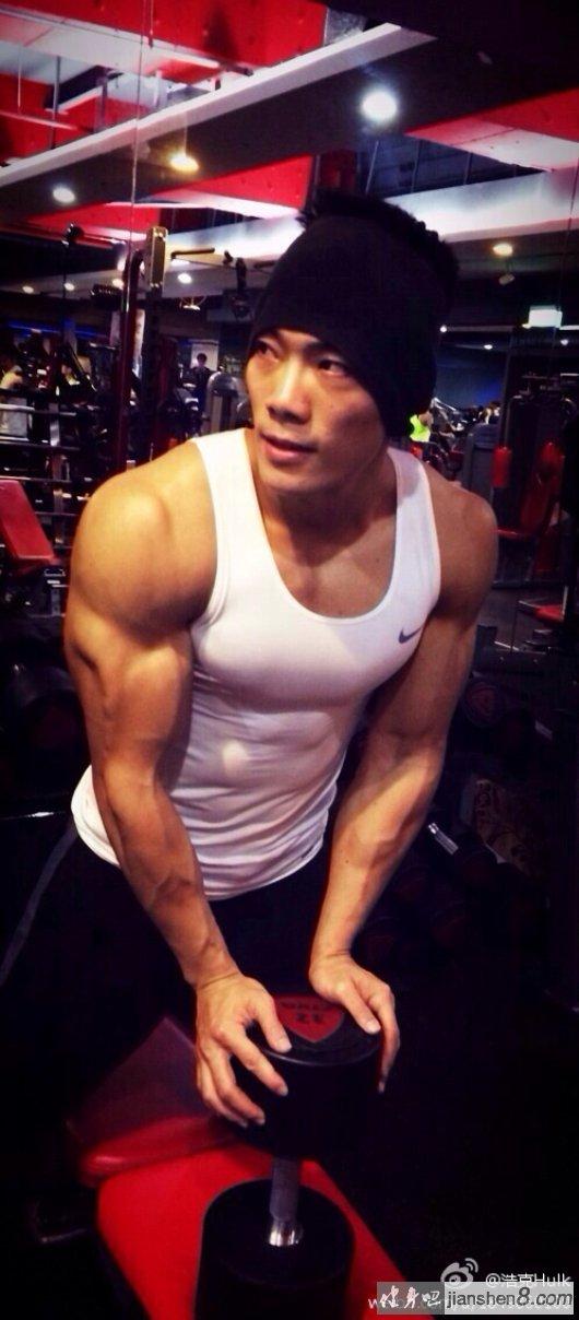 超级教练_周杰伦健身教练浩克肌肉照(10)_健身吧