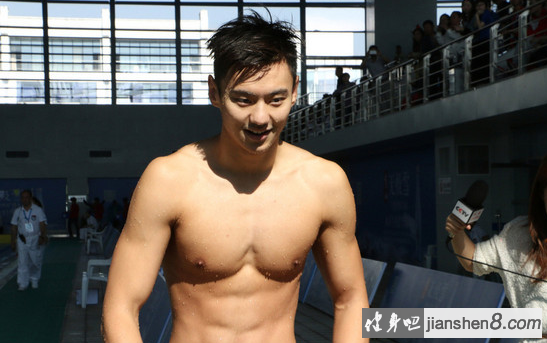 宁泽涛 肌肉_宁泽涛肌肉照、宁泽涛腹肌照片,完美身材媲美男模(3)_健身吧