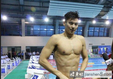 宁泽涛 肌肉_宁泽涛肌肉照、宁泽涛腹肌照片,完美身材媲美男模_健身吧