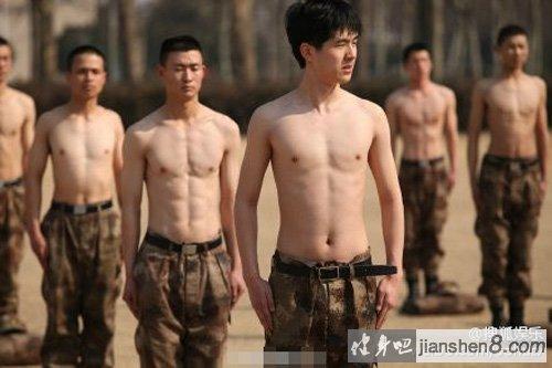 学霸变身肌肉猛_《真正男子汉》热血肌肉大比拼,杜海涛满身肥肉(2)_健身吧