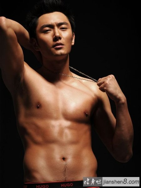全球资讯_李东学健身大片晒健硕肌肉 果群王肌肉照曝光(4)_健身吧