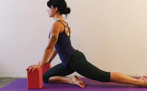 小腿拉伸_怎么拉伸放松臀部肌肉?臀部拉伸运动图解 _健身吧