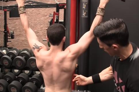 锻炼背阔肌的20个动作简单易学 减肥塑形