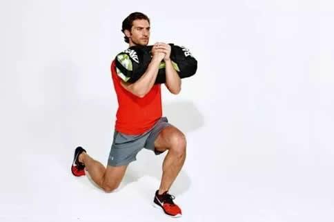 肌肉由什么组成_负重弓箭步练什么位置的肌肉_健身吧