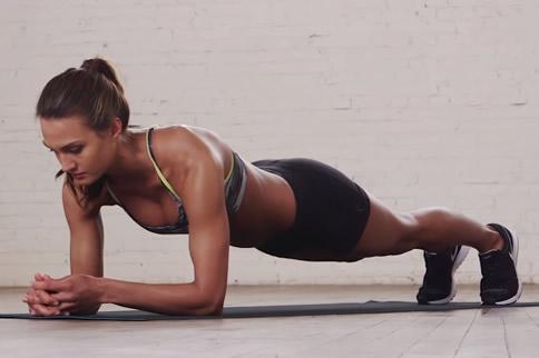简单的健身动作 15分钟练出好身材