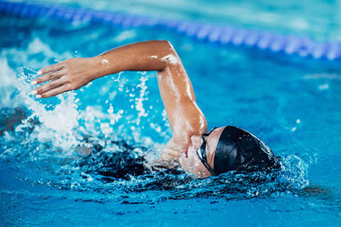 走路减肥还是游泳减肥效果好